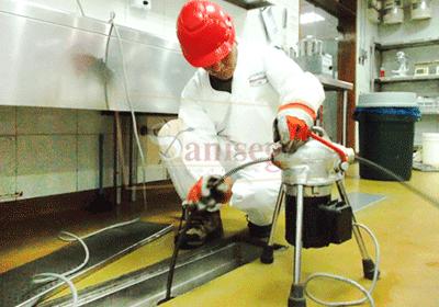 Limpieza de tuberias de desague de un restaurante cafeteria panaderia saniseg
