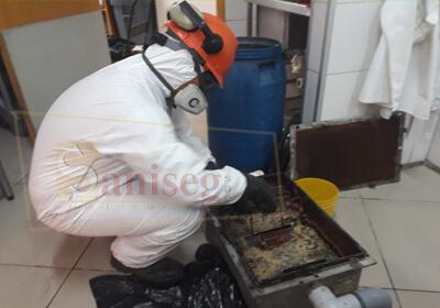 limpieza de caja interceptora de grasa saniseg