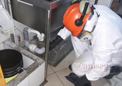 mantenimiento de cajas interceptoras en acero inoxidable 304 y acero galvanizado