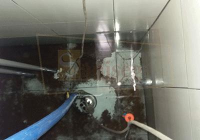 Cisterna-almacenamiento-agua-planta-alimentos-fondo-sucio-lodo-barro-saniseg-lima-peru