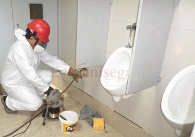 Desatoro de tuberia de desague retirando caliche con ridgid k60